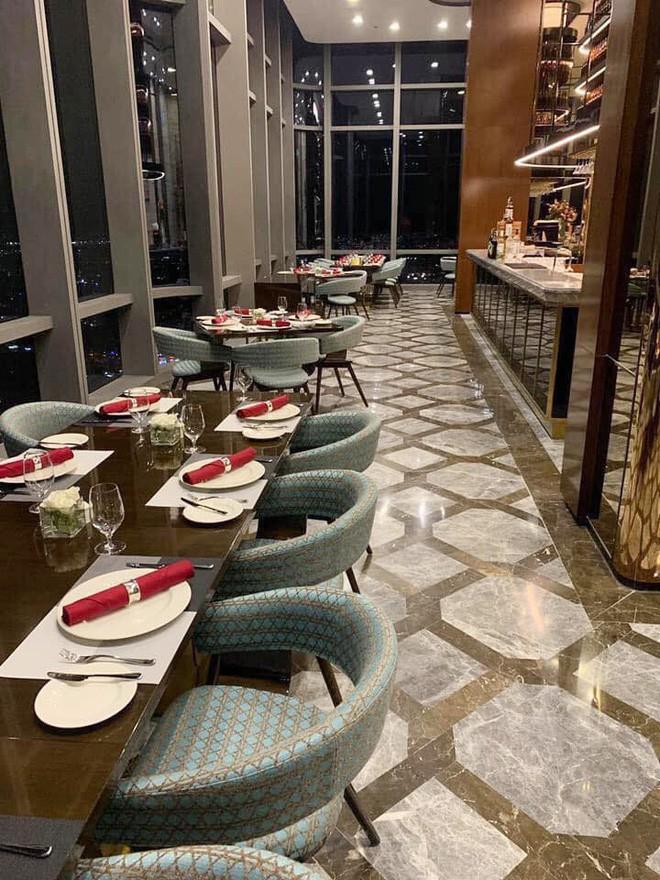 Menu hú hồn của nhà hàng tại Landmark 81: bát phở chọc trời có giá tận 920k - Ảnh 2.