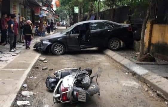 Hé lộ nguyên nhân nữ tài xế lùi xe Camry tông chết người đi xe máy - Ảnh 2.
