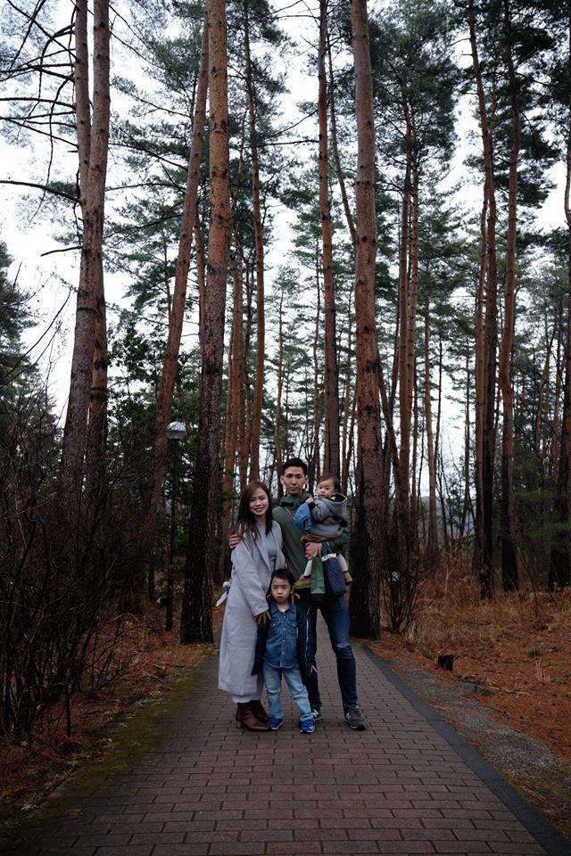 Gia đình ngược cực thú vị: Vợ đi làm từ sáng đến tối, chồng ở nhà làm nội trợ, chăm sóc 2 con nhỏ, thu nhập hơn 1 tỷ đồng/năm - Ảnh 1.