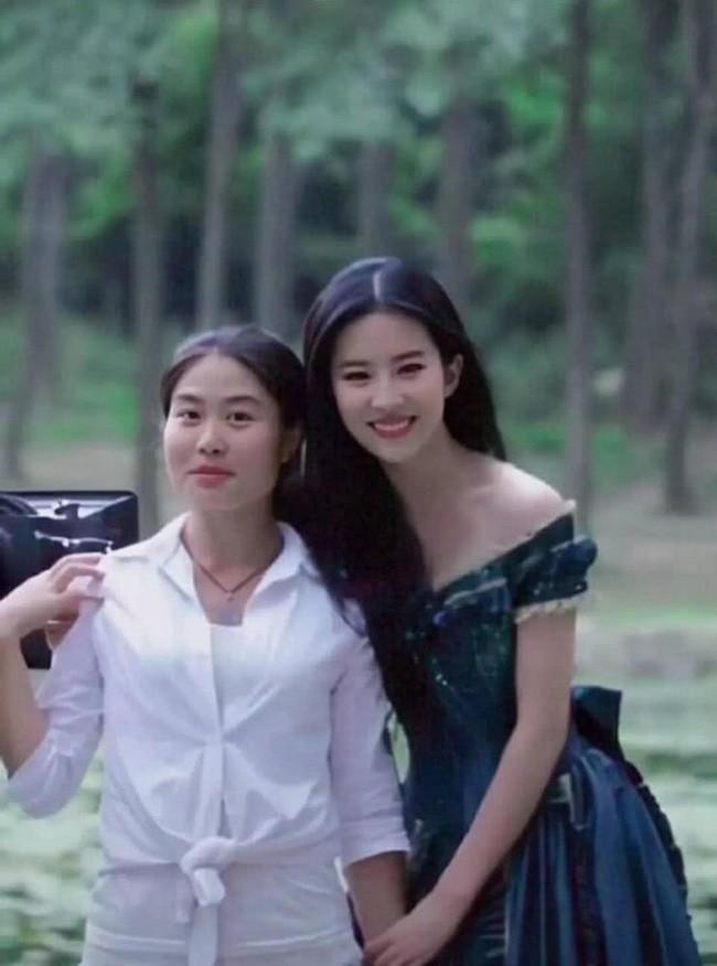 Chương Tử Di 24 tuổi xinh đẹp tựa nữ thần nhưng Lưu Diệc Phi tuổi 17 cũng đâu kém cạnh: Danh thần tiên tỷ tỷ không phải là trò đùa - Ảnh 5.