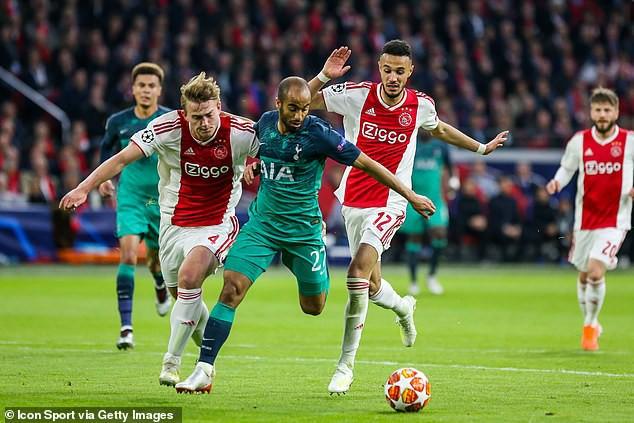 Vì lý do ngớ ngẩn, Man United lâm vào cảnh dở khóc dở cười với người hùng của Ajax - Ảnh 2.