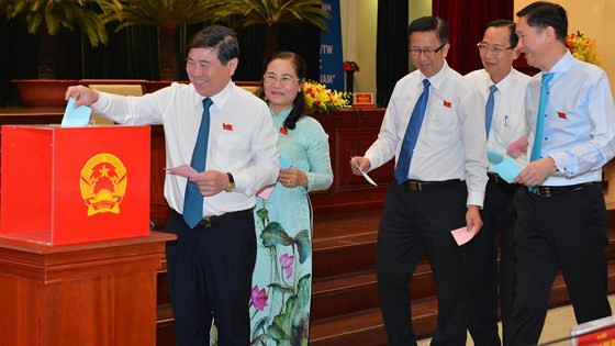 Ông Võ Văn Hoan và ông Ngô Minh Châu làm Phó Chủ tịch UBND TPHCM - Ảnh 1.
