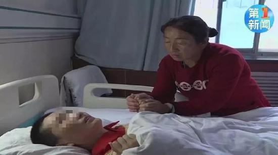 Con trai và con dâu cùng trúng độc, bố mẹ chồng đau khổ quyết định chỉ cứu chữa cho con dâu - Ảnh 1.