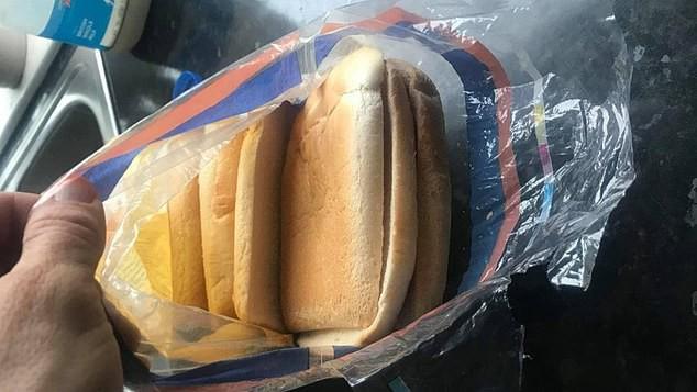 Mua bánh mì về làm món ăn trưa cho con, bà mẹ cười ra nước mắt với cú lừa ngoạn mục, ăn không được, nuốt không trôi mà bỏ thì phí - Ảnh 1.