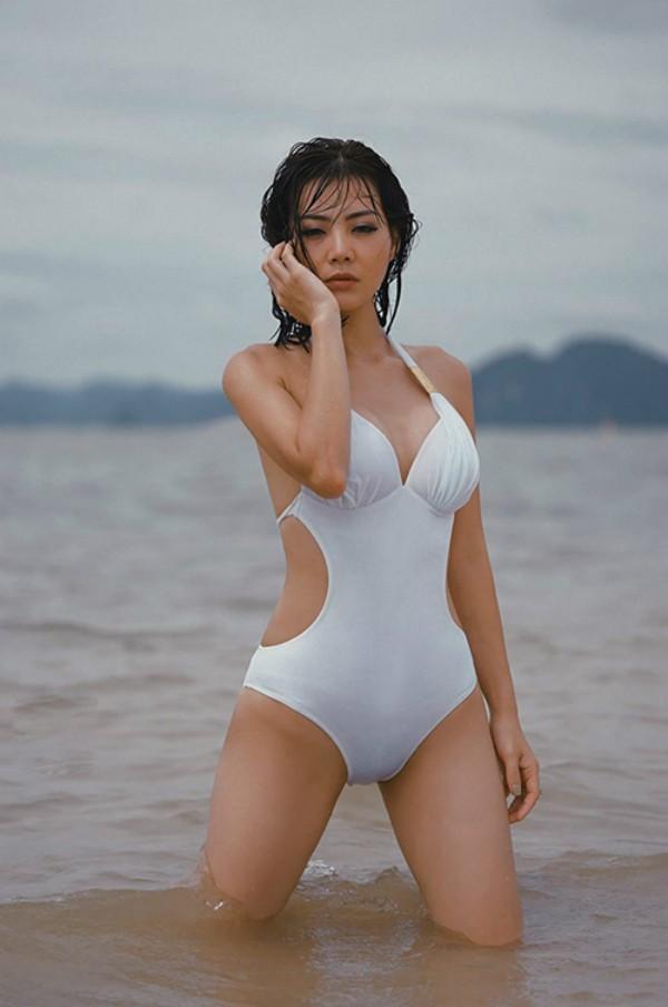 Dàn mỹ nhân Quỳnh búp bê đọ vẻ nóng bỏng với bikini - Ảnh 13.