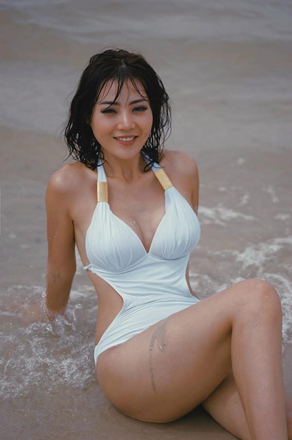 Dàn mỹ nhân Quỳnh búp bê đọ vẻ nóng bỏng với bikini - Ảnh 15.