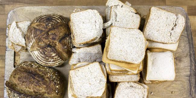 Mua bánh mì về làm món ăn trưa cho con, bà mẹ cười ra nước mắt với cú lừa ngoạn mục, ăn không được, nuốt không trôi mà bỏ thì phí - Ảnh 3.