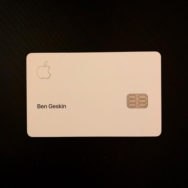 Đập hộp thẻ tín dụng Apple Card, chất liệu titan, thiết kế đơn giản và đẳng cấp - Ảnh 2.