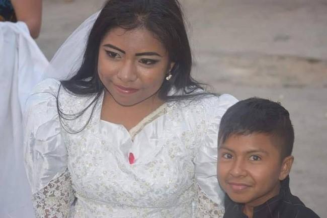 Bức ảnh người phụ nữ kết hôn với một cậu bé lan truyền MXH và sự thật đằng sau khiến nhiều người không khỏi ngỡ ngàng - Ảnh 5.