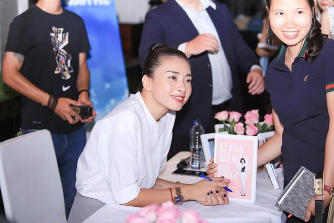 Ngô Thanh Vân: Tôi rất phẫn nộ trước một số bài viết về cuốn sách của tôi - Ảnh 1.