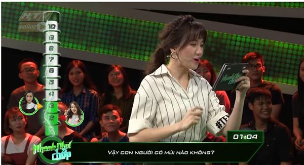 Những lần Hari Won khiến người chơi điên đầu vì đọc câu hỏi đã lơ lớ còn rùa bò tại gameshow Nhanh Như Chớp - Ảnh 2.