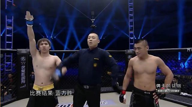 Võ sĩ Thiếu Lâm gây sốc khi bị hạ KO chỉ sau... 6 giây - Ảnh 10.