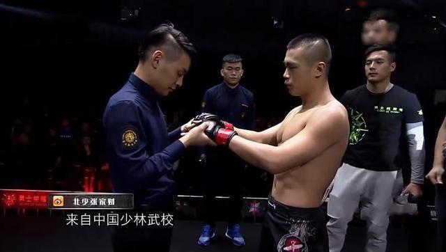 Võ sĩ Thiếu Lâm gây sốc khi bị hạ KO chỉ sau... 6 giây - Ảnh 2.