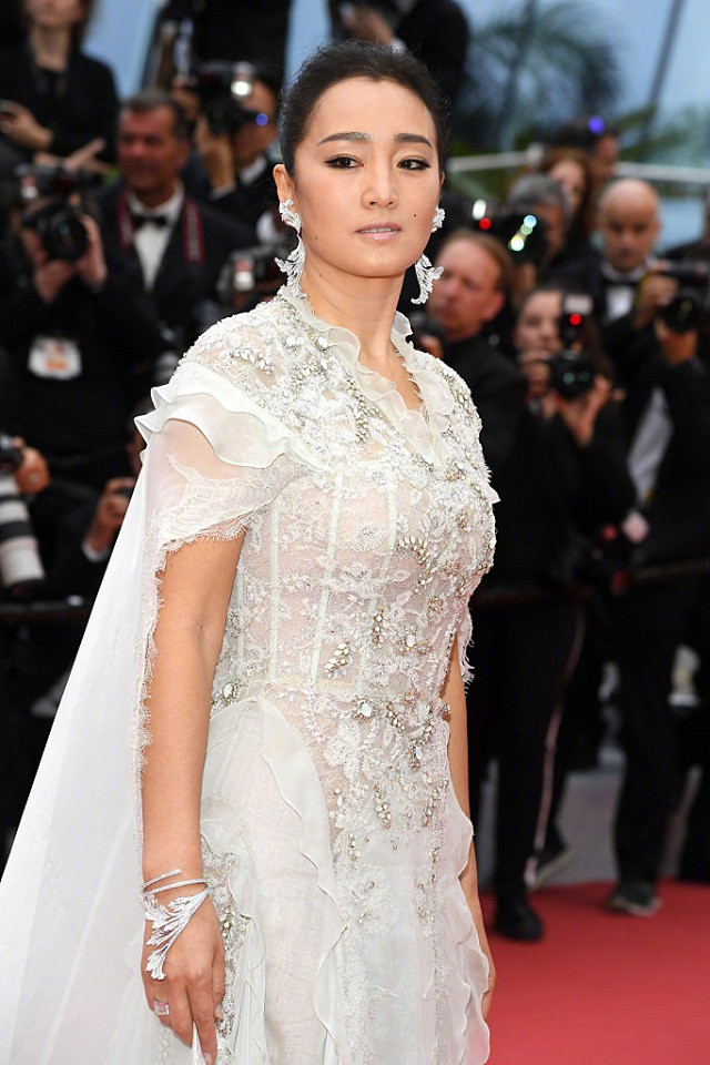 Thảm đỏ LHP Cannes 2019: Selena bức thở với vòng 1 khủng, Ella Fanning như bà hoàng bên dàn siêu mẫu Victorias Secret - Ảnh 39.