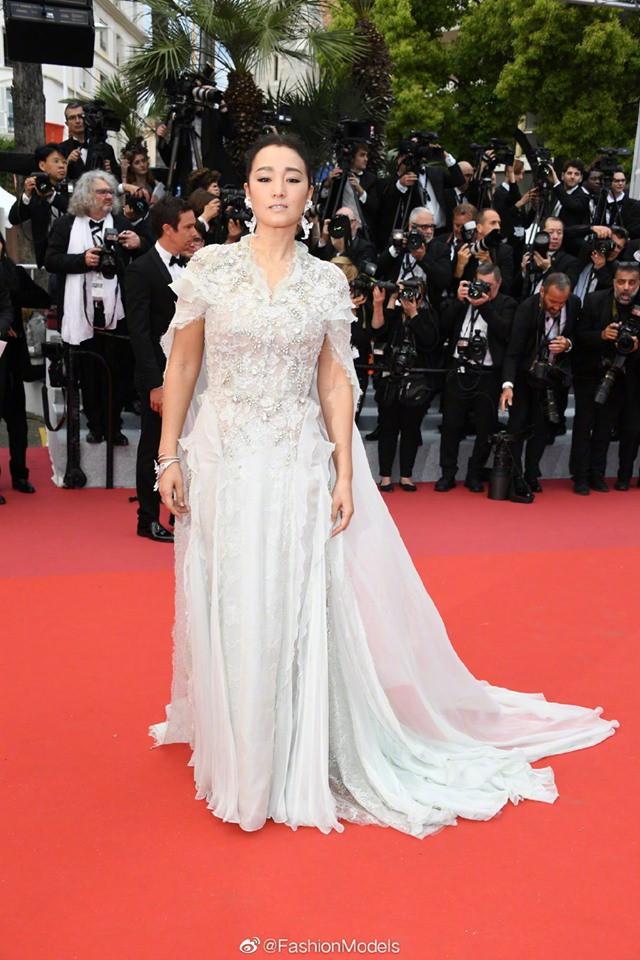 Thảm đỏ LHP Cannes 2019: Selena bức thở với vòng 1 khủng, Ella Fanning như bà hoàng bên dàn siêu mẫu Victorias Secret - Ảnh 40.