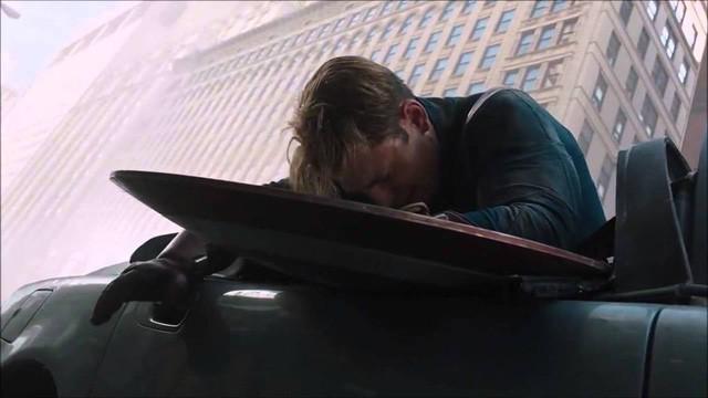 7 lần chiếc khiên của Captain America phá vỡ các định luật vật lý khiến nhiều fan trầm trồ - Ảnh 6.