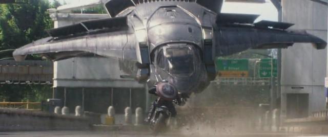 7 lần chiếc khiên của Captain America phá vỡ các định luật vật lý khiến nhiều fan trầm trồ - Ảnh 8.