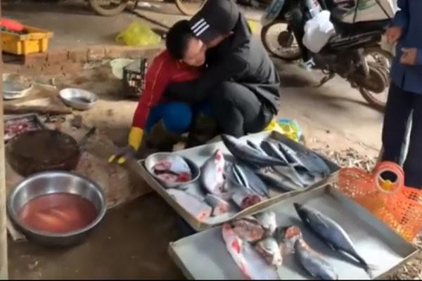 Clip chàng trai Đăk Lăk gặp mẹ bán cá sau 3 năm đi Nhật hút triệu view - Ảnh 2.