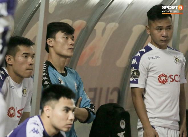 Nhìn lại 1 tuần khủng hoảng của bộ tứ trung vệ và 3 thủ môn hay nhất của HLV Park Hang-seo - Ảnh 3.