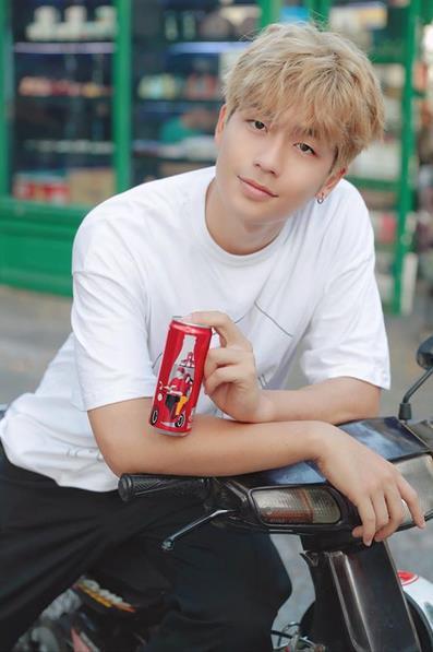 """Chỉ với 6 chiếc lon đặc biệt này, Coca-Cola đã khiến cộng đồng mạng """"dậy sóng"""" - Ảnh 4."""