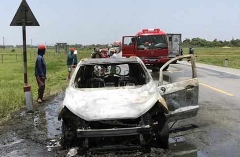 Trên đường đi bảo dưỡng, xế hộp Ford Ecosport cháy trơ khung trên quốc lộ - Ảnh 2.