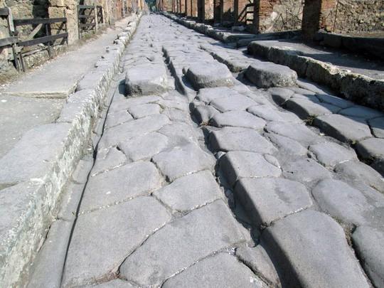 Bí ẩn những con đường phủ sắt nóng chảy 2.000 năm trước - Ảnh 2.