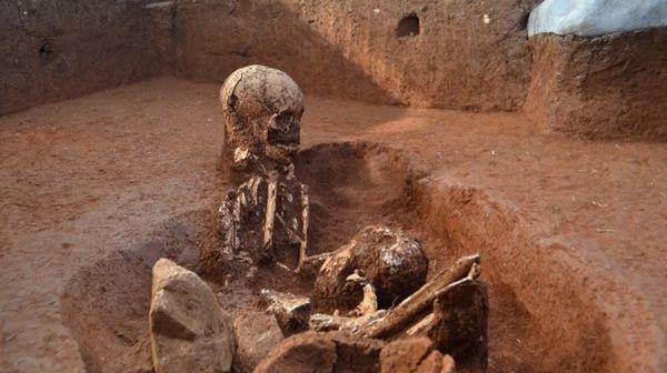 Giả thiết đáng sợ ở cánh đồng chum đá nơi đầy rẫy xác người - Ảnh 2.