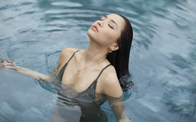 Bích Phương bất ngờ khoe loạt ảnh bikini táo bạo - Ảnh 7.