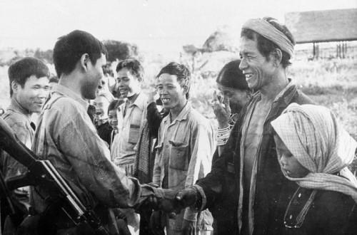 Trận vận động chiến của lính tình nguyện Việt Nam: Khẩu RPD rung bần bật xả thẳng vào đám lính Polpot - Ảnh 2.