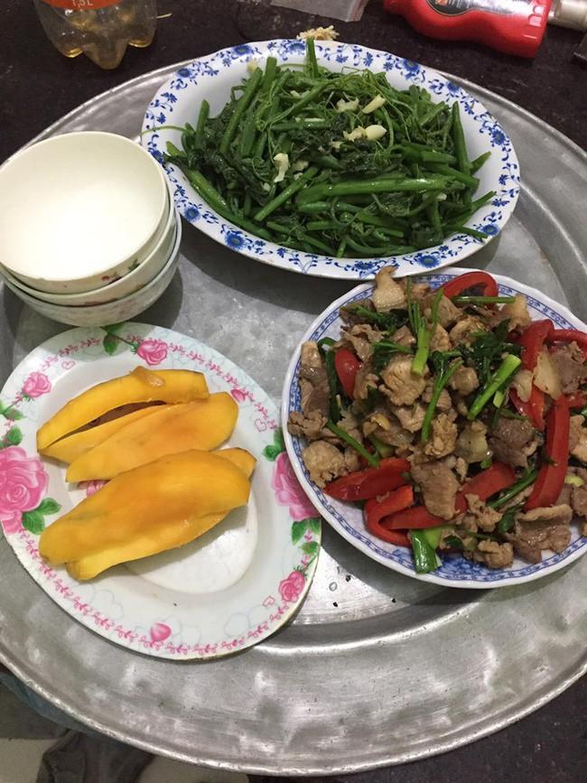 Nấu mâm cơm đơn giản nhưng đầy đủ mà chồng vẫn bỏ ra ngoài ăn, vợ trẻ bị chị em chỉ ngay thiếu sót rành rành - Ảnh 2.