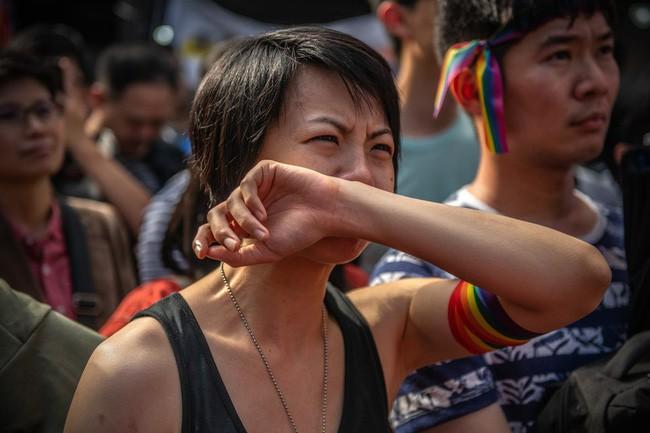 Chùm ảnh: Hàng trăm người vỡ òa cảm xúc khi Đài Loan hợp pháp hóa hôn nhân đồng giới, một lần nữa tình yêu lại giành chiến thắng - Ảnh 16.