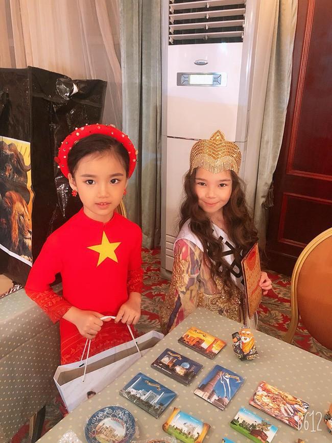 3 mỹ nhân nhí đang hot nhất Vbiz: Bản sao Phạm Hương đóng cảnh nóng năm 13 tuổi đến Hoa hậu Hoàn vũ khi chỉ vừa lên 7 - Ảnh 8.