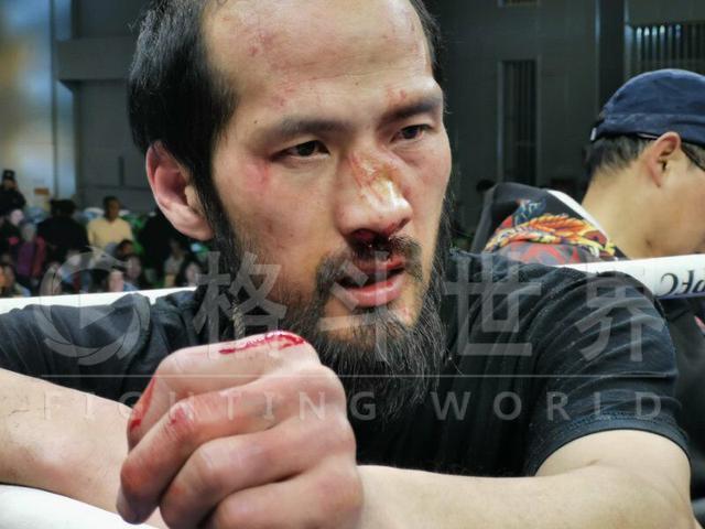 Đánh võ sư Vịnh Xuân chảy máu mũi, võ sĩ MMA Từ Hiểu Đông thắng knock-out chỉ sau 47 giây - Ảnh 2.