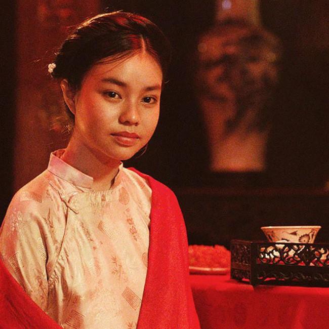 Nhân vụ nữ diễn viên 15 tuổi đóng phim 18+ gây sốc, fan đào lại cảnh cởi áo năm 16 tuổi của Lưu Diệc Phi - Ảnh 2.