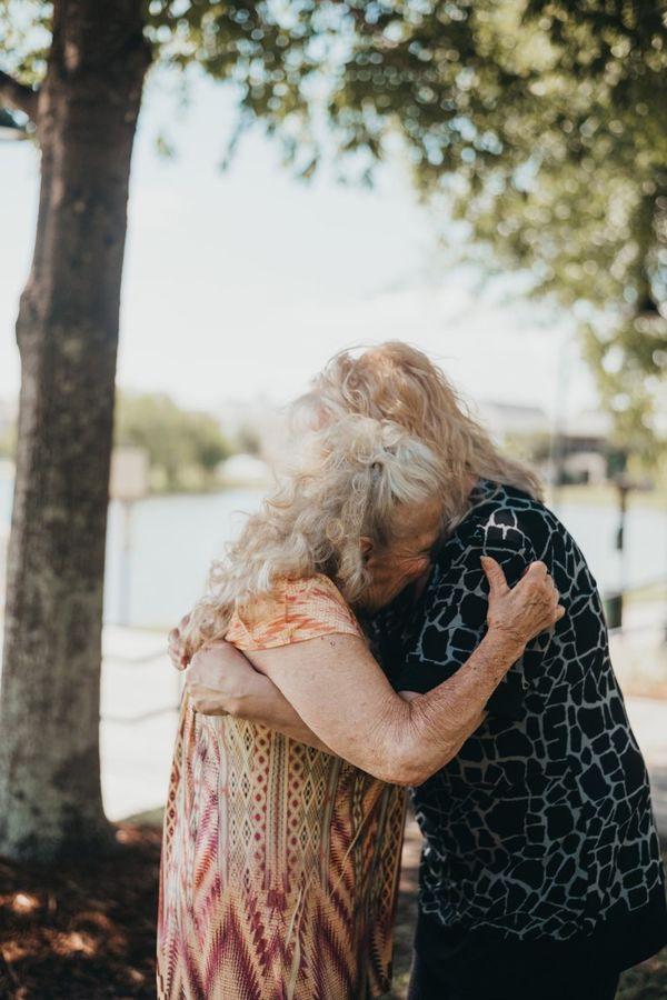 Nghẹn ngào giây phút đoàn tụ sau 70 năm xa cách của bà mẹ 90 tuổi - Ảnh 5.