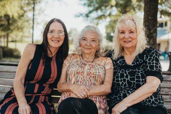 Nghẹn ngào giây phút đoàn tụ sau 70 năm xa cách của bà mẹ 90 tuổi - Ảnh 6.
