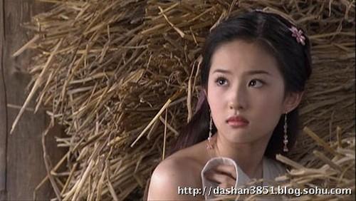 Nhân vụ nữ diễn viên 15 tuổi đóng phim 18+ gây sốc, fan đào lại cảnh cởi áo năm 16 tuổi của Lưu Diệc Phi - Ảnh 9.