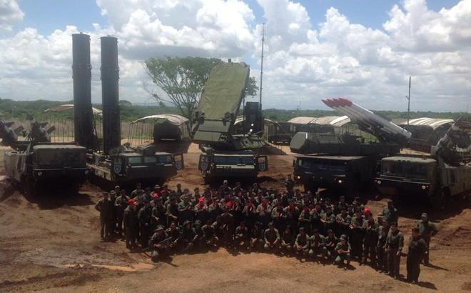 Căng thẳng Venezuela: Nga và Trung Quốc - Nước xa khó cứu được lửa gần? - Ảnh 2.