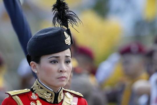 Con đường binh nghiệp của tân Hoàng hậu Thái Lan: 6 năm từ Thiếu úy lên Đại tướng - Ảnh 2.