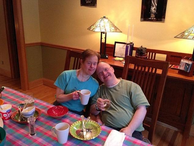 Chuyện tình 25 năm đầy cảm động của đôi vợ chồng mắc hội chứng Down và những năm tháng phải đấu tranh giành lấy hạnh phúc - Ảnh 2.