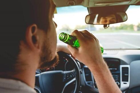 Các nước trên thế giới phạt lái xe uống rượu bia nghiêm khắc như thế nào? - Ảnh 1.
