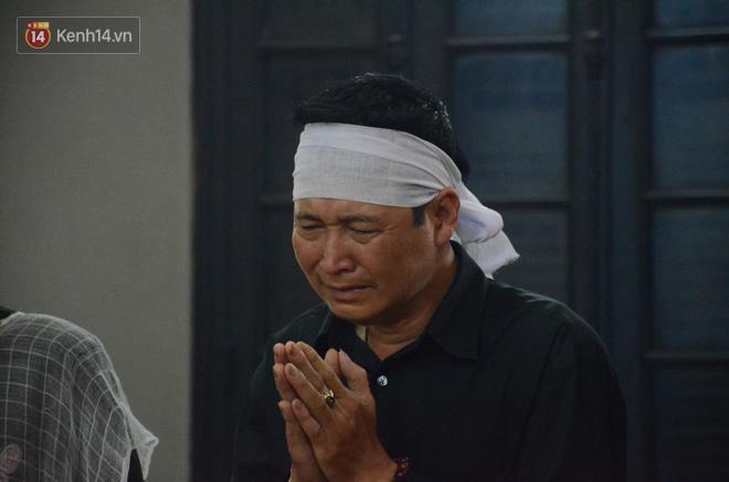 Xuân Bắc và nhiều nghệ sĩ nhà hát kịch Việt Nam bật khóc xót xa trong tang lễ đồng nghiệp vụ tai nạn hầm Kim Liên - Ảnh 12.