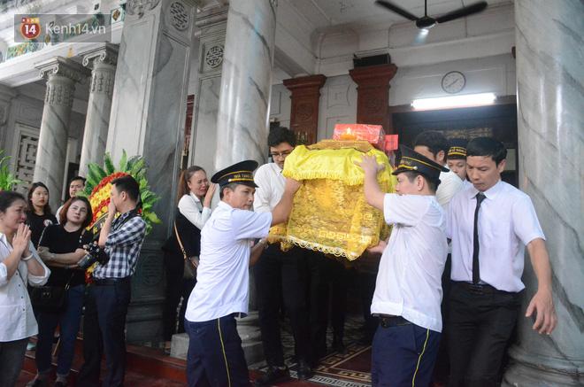 Xuân Bắc và nhiều nghệ sĩ nhà hát kịch Việt Nam bật khóc xót xa trong tang lễ đồng nghiệp vụ tai nạn hầm Kim Liên - Ảnh 19.