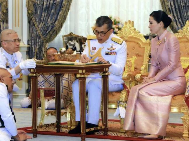 Con đường binh nghiệp của tân Hoàng hậu Thái Lan: 6 năm từ Thiếu úy lên Đại tướng - Ảnh 1.