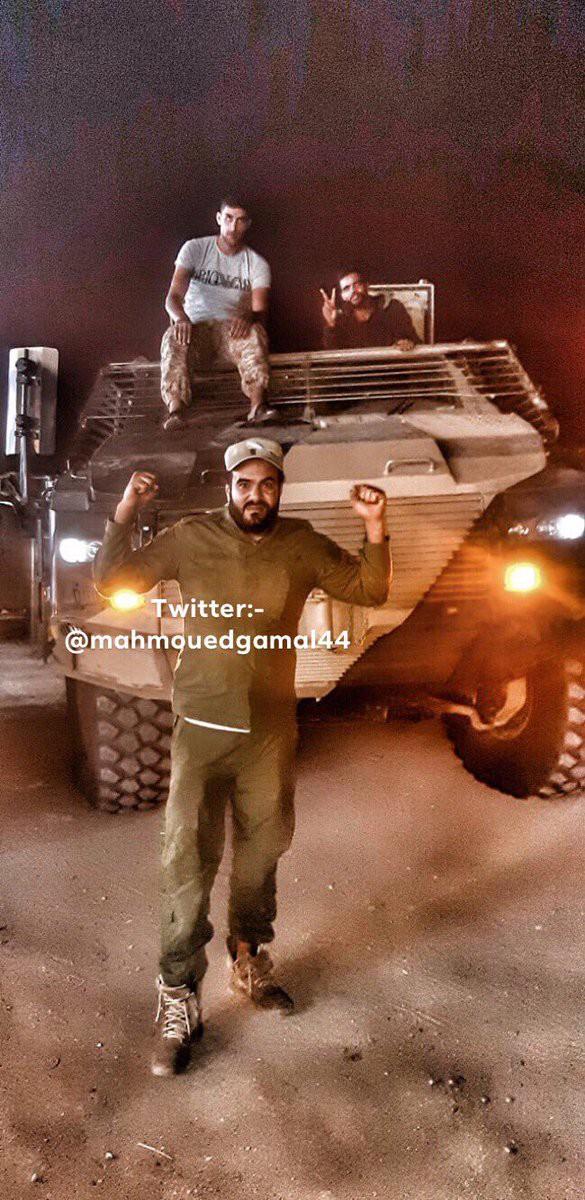 Hàng nóng ùn ùn đổ vào Libya: Tướng Haftar có vũ khí khủng gấp bội thứ GNA vừa nhận - Ảnh 10.