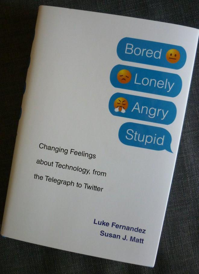 Có phải công nghệ đang ngày càng khiến con người cô đơn và buồn chán hơn? - Ảnh 1.