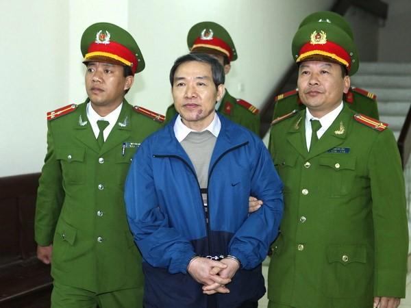 Trước ông chủ Nhật Cường Mobile, những ai từng bỏ trốn khi bị khởi tố? - Ảnh 5.