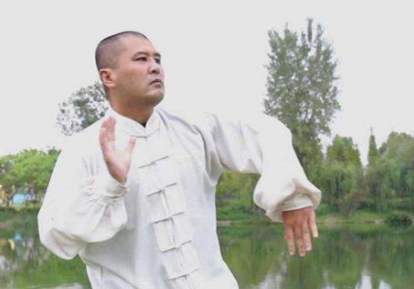 Thảm bại trước Từ Hiểu Đông, võ sư Thái Cực Quyền thân bại danh liệt, đi nấu ăn kiếm sống - Ảnh 1.