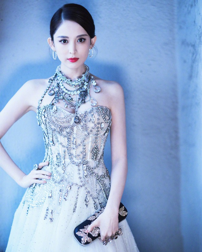 Mỹ nhân bị nhầm với Ngọc Trinh: Nàng công chúa Hoa ngữ đẹp ná thở tại Cannes bất chấp ảnh không photoshop - Ảnh 14.