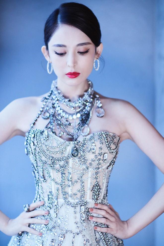 Mỹ nhân bị nhầm với Ngọc Trinh: Nàng công chúa Hoa ngữ đẹp ná thở tại Cannes bất chấp ảnh không photoshop - Ảnh 15.